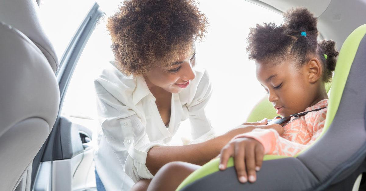 Cadeirinha para carro: saiba o jeito certo de levar bebês e crianças